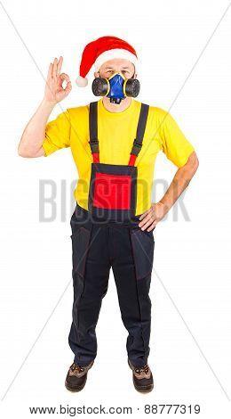 Worker in gas mask