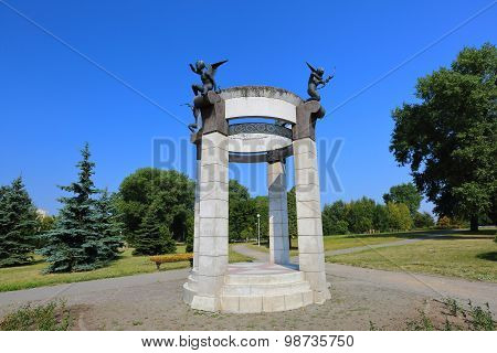 Arbour with figures of angels