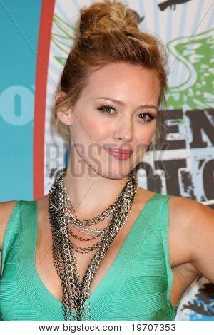 LOS ANGELES - el 8 de agosto: Hilary Duff en la sala de prensa en el 2010 Teen Choice Awards en Gibson Amp