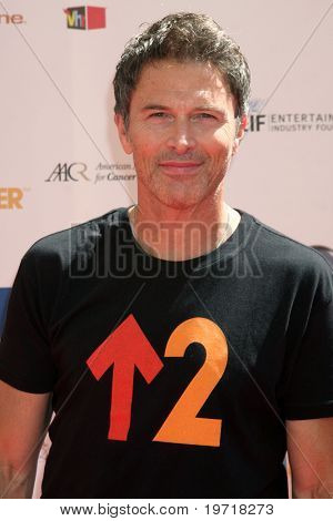 LOS ANGELES - SEP 10:  Tim Daly arrives at the