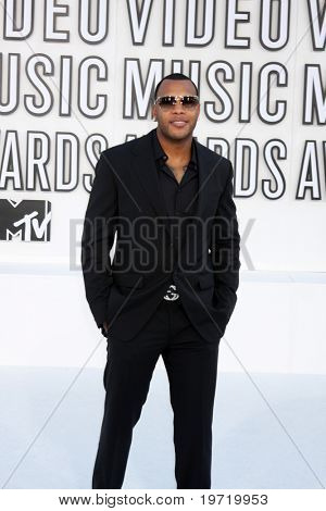 LOS ANGELES - SEP 12:  Flo Rida arrives at the 2010 MTV Video Music Awards  at Nokia - LA Live on September 12, 2010 in Los Angeles, CA