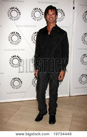 LOS ANGELES - OCT 12:  Lorenzo Lamas arrives  at the