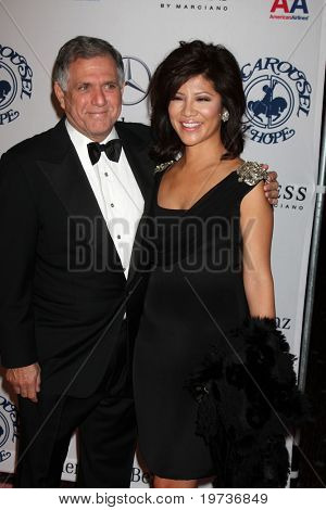 LOS ANGELES - OCT 23:  Les Moonves, Julie Chen arrive at the 2010 Carousel of Hope Ball at Beverly HIlton Hotel on October 23, 2010 in Beverly Hills, CA