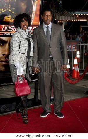 LOS ANGELES - OCT 26:  Pauletta & Denzel Washington arrives at the
