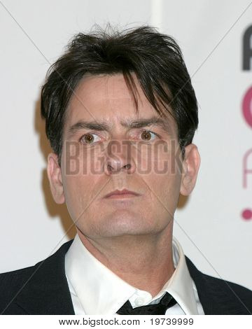 LOS ANGELES - JUL 8:  Charlie Sheen arrives at the 2007 People's Choice Awards at Shrine Auditorium on July  8, 2007 in Los Angeles, CA