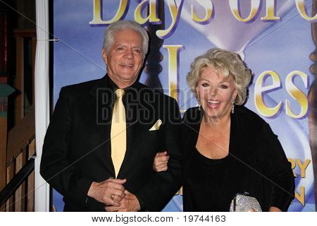 LOS ANGELES - NOV 6:  Bill Hayes, Susan Seaforth Hayes arrives at the Days of Our Lives 45th Anniversary Party at House of Blues on November 6, 2010 in West Hollywood, CA