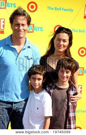 LOS ANGELES - NOV 7:  Steven Weber & Family arrives at the PS Arts Express Yourself Event at Barker Hanger on November 7, 2010 in Santa Monica, CA