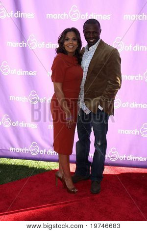 LOS ANGELES - NOV 13:  Aonika Laurent Thomas, Sean Patrick Thomas arrives at the 5th March of Dimes Celebration of Babies Luncheon at Four Seasons Hotel on November 13, 2010 in Los Angeles, CA