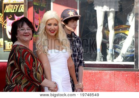 LOS ANGELES - NOV 15:  Mom Shelly Fidler, Christina Aguilera, brother Michael Christina Aguilera at the Hollywood Walk of Fame Ceremony at Hollywood & Highland on November 15, 2010 in Los Angeles, CA