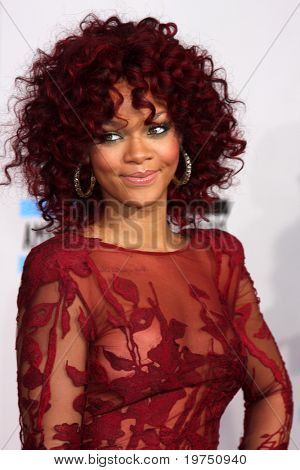 LOS ANGELES - NOV 21:  Rihanna arrives at the 2010 American Music Awards at Nokia Theater on November 21, 2010 in Los Angeles, CA
