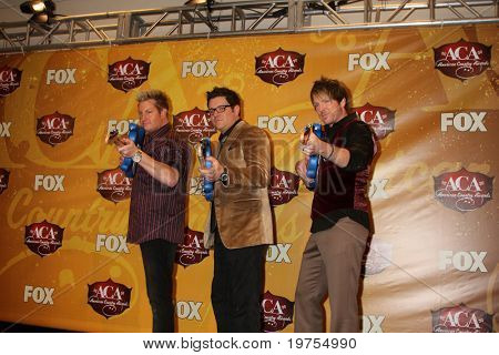 LAS VEGAS - DEC 6:  Rascal Flatts in the press room of the 2010 American Country Awards at MGM Grand Garden Arena on December 6, 2010 in Las Vegas, NV.