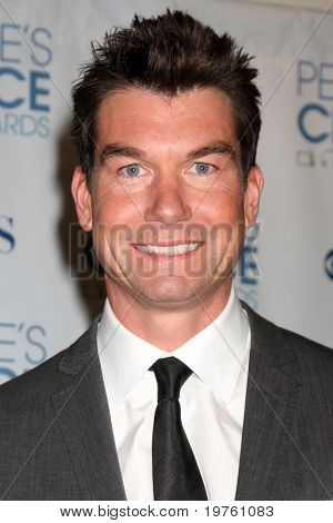LOS ANGELES - 5 de JAN: Jerry O'Connell chega em 2011 Choice Awards do povo, no Nokia Theatre em LA