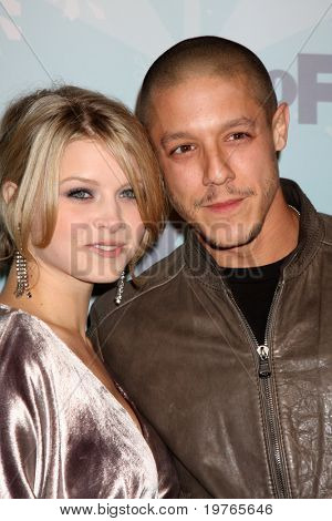 PASADENA, CA - JAN. 11: Sarah Jones and Theo Rossi arrive at the FOX TCA Winter 2011 Party at Villa Sorriso on January 11, 2011 in Pasadena, CA