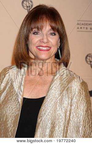 LOS ANGELES - JAN 20:  Valerie Harper arrives at the ATASHall of Fame Committe's 20th Annual Induction Gala at Beverly HIlls Hotel on January 20, 2011 in Beverly Hills, CA