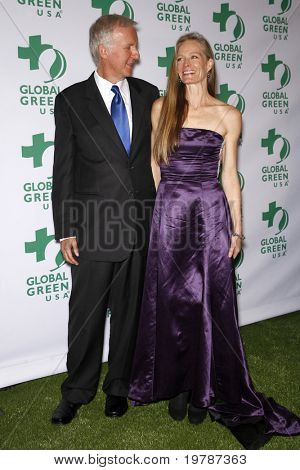 LOS ANGELES - FEB 23:  James Cameron, Suzy Amis arrives at the Global Green USA's 8th Annual Pre-Oscar Party at Avalon on February 23, 2011 in Los Angeles, CA