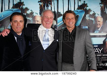 "LOS ANGELES - 22 de MAR: Jerry Weintraub, Andy Garcia e Matt Damon chegam ""His Way"" Los na HBO"