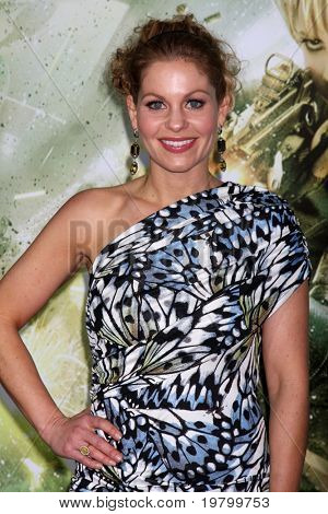 LOS ANGELES - MAR 23:  Candace Cameron Bure arrives at the