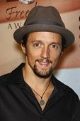 LOS ANGELES - NOV 7:  Jason Mraz arrives at the 2010 Freedom Awards  at Redondo Beach Performing Art