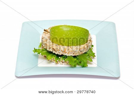 Gramineae Crispbread with Salad leaves and apple