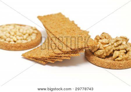 Wholegrains Crispbread with peanut and pine nut