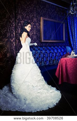 Beautiful bride in a luxurious restaurant. Vintage style.