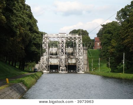 Boat Lift Or Shiplift