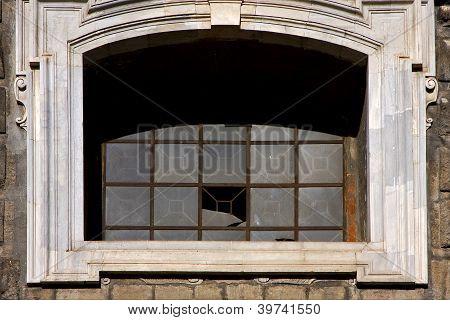Napoli Chiesa Del Gesu Nuovo And The Window