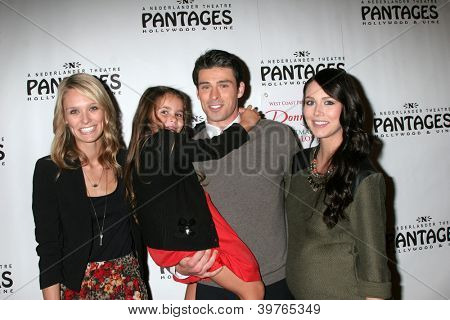 LOS ANGELES - DEC 4:  Sister, niece, Adam Gregory, and wife arrives to