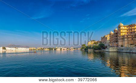 Udaipur view. India, Rajasthan, Pichola lake.
