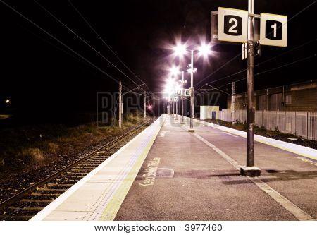 Estação de comboios de Moody na noite