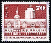 Постер, плакат: Почтовая марка ГДР 1973 Старая ратуша Офисное здание Лейпциг