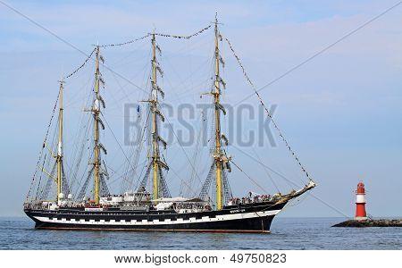 Big traditional sailing ship 01