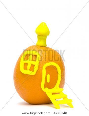 An Orange - A Small House