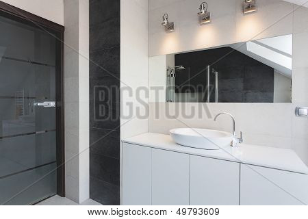 Urban Apartment - Bath Counter