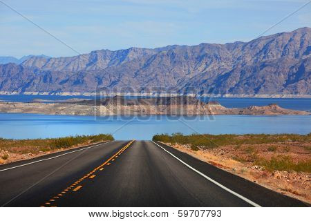 Scenic drive to Lake Mead