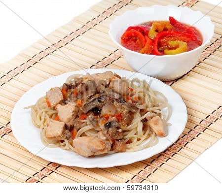 Spaghetti With Chicken Meat And Mushrooms