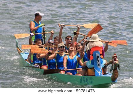 dragon boat race winning team