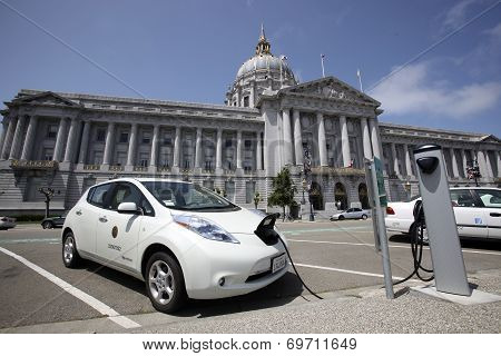 Electric Car Charging, San Francisco City Hall