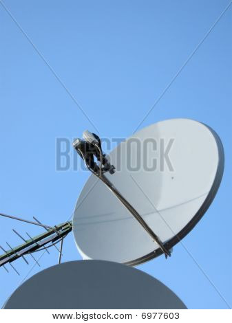 Parabolic Antenna (antenne), Satellite Pylon, Communication Tower