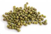 picture of mung beans  - A view of a pile of mung beans from the side - JPG