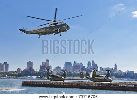 New York City, Usa, Sikorsky Vh-3D And Mv-22 Osprey