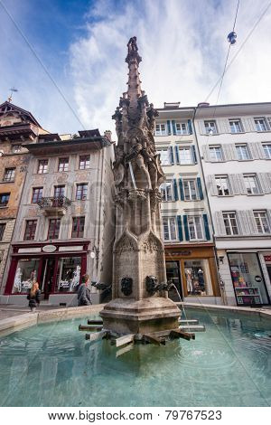 Lucerne, Switzerland - April 20, 2014: Tourists See Weinmarkt Fountain In Lucerne On April 20, 2014.