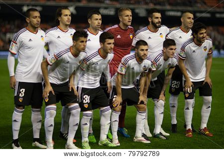 VALENCIA, SPAIN - JANUARY 4: Valencia players during Spanish King Cup match between Valencia CF and R.C.D. Espanyol at Mestalla Stadium on January 4, 2015 in Valencia, Spain