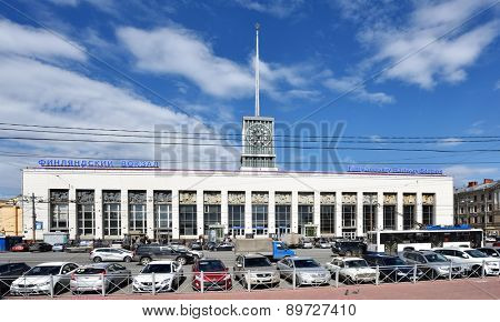 ST. PETERSBURG, RUSSIA - APRIL 27, 2015: People and traffic in front of Finlyandskiy Railway station. The station was opened in 1870, but the modern building was erected in 1960 in International Style