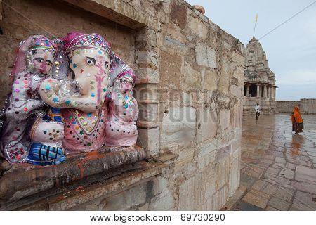 Praying Ganesh