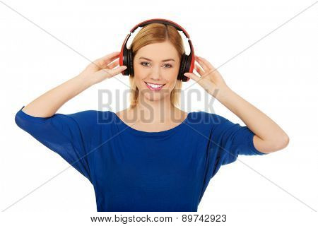 Casual woman in headphones listening to music.