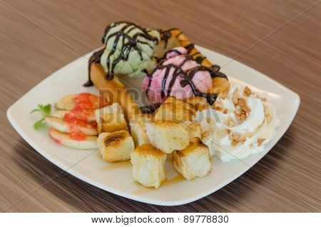 Honey Toast And Ice Cream