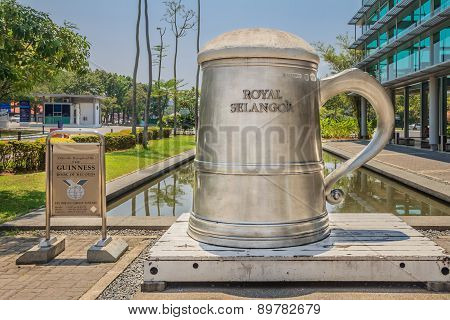Worlds Tallest Pewter Beer Mug At Royal Selangor