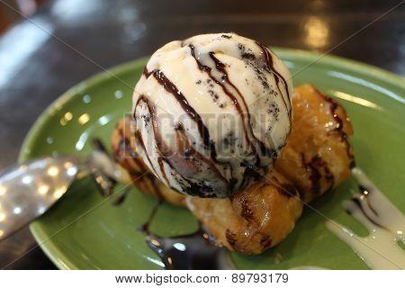 Pa thong Ko (deep fried dough stick)