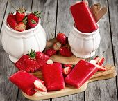 picture of strawberry plant  - Strawberry homemade ice pops  - JPG